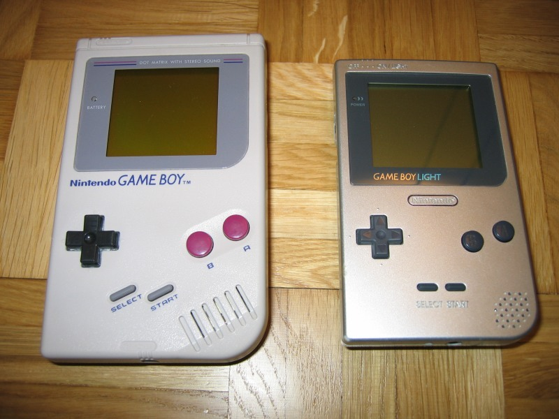 Gameboy_and_Gameboylight